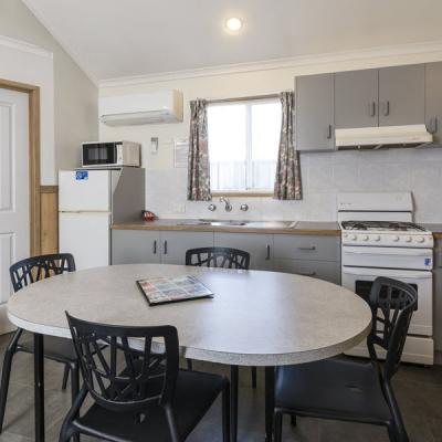 BIG4 Albury Tourist Park Accommodation 900px Oct 18 04